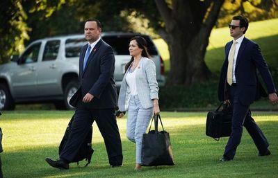 Juez ordena a la Casa Blanca restablecer el pase de prensa a un reportero