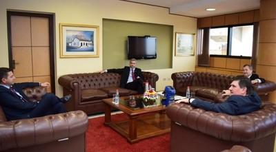 Alliana asistió a Cumbre de Poderes invitado por Mario Abdo y Blas Llano