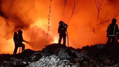 HOY / Controlaron dantesco incendio en Capiatá, pero siguen trabajos de enfriamiento