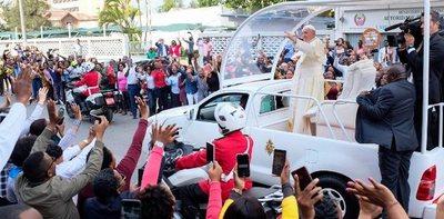 Ante una multitud en Mozambique, el Papa elogió el acuerdo de paz y llamó a la reconciliación