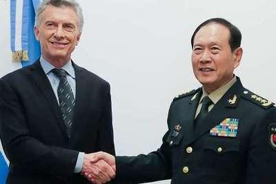 El presidente de Argentina forja lazos con ministro de defensa chino