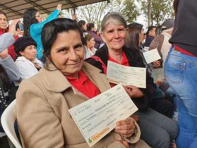 Más de 190 familias microemprendedoras de Itapúa recibieron capital semilla por parte del MDS