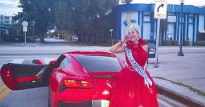 Miss se  paseó en  un Ferrari