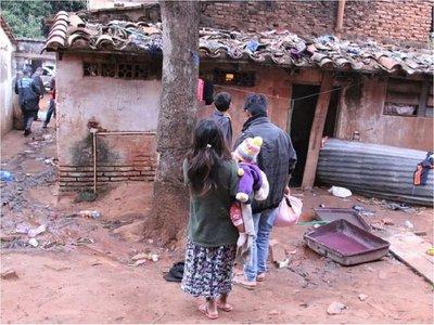 Rescatan a 33 menores indígenas de dos inquilinatos infrahumanos