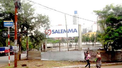 Denuncian que edificio de Salemma vierte cloaca en arroyo y piden documentos sobre el terreno