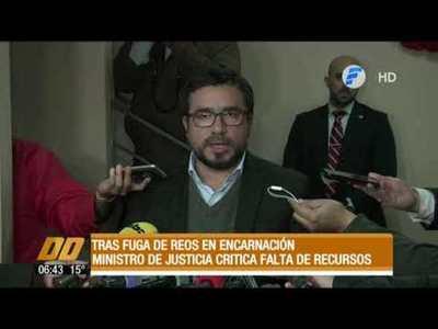 Tras fuga de reos, el ministro de Justicia critica falta de recursos