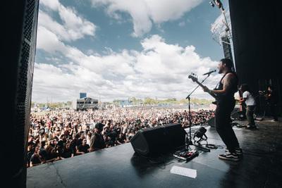 Cosquín Rock Py: 3 escenarios, 22 artistas y más de 15.000 personas harán fiesta mañana en el Jockey Club