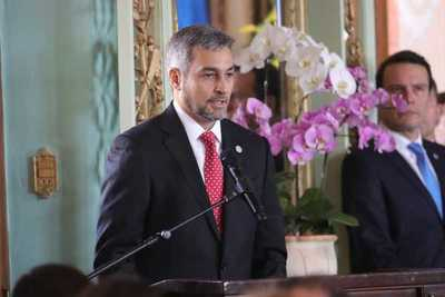 Abdo Benítez valora apoyo de EEUU para fortalecer el empoderamiento de paraguayas
