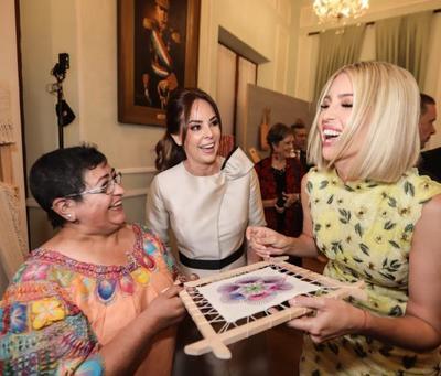 Ivanka Trump observó obras de la artesanía popular, indígena y contemporánea paraguaya en Palacio de Gobierno