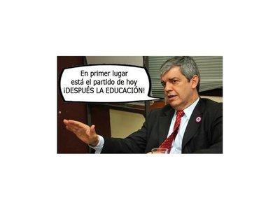 """Tratan de """"vende humo"""" a ministro Riera"""