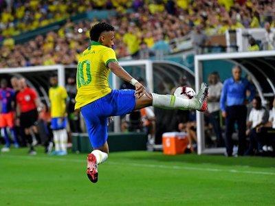 Tite, asombrado con el rendimiento de Neymar