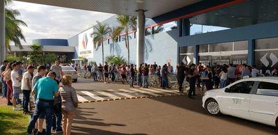 """Miles de compradores """"invaden"""" los comercios de Pedro Juan Caballero"""