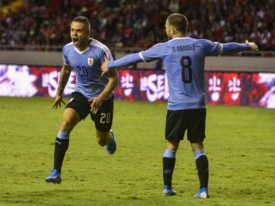 Agónica victoria de Uruguay sobre Costa Rica