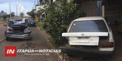 DOS AUTOMÓVILES ESTACIONADOS EMBESTIDOS ESTA MADRUGADA SOBRE IRRAZABAL
