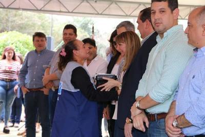 Habilitan aula móvil en Concepción con cursos y kits de insumos a los alumnos