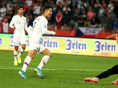 Portugal gana a Serbia de la mano de Cristiano