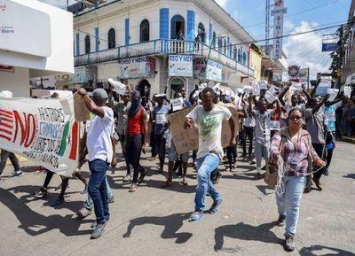 México reduce a la mitad flujo migratorio