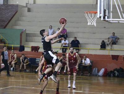 Olimpia triunfa sin problemas y se mantiene arriba en el Clausura de baloncesto
