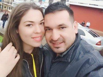 Enojada golpeó el volante de su novio: volcaron y ella falleció