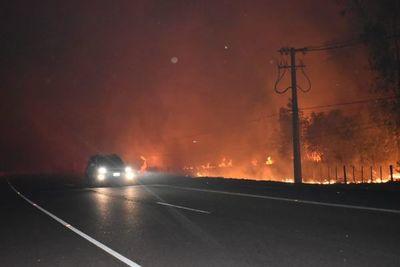 Ypacaraí: Piden evitar tránsito por ruta 2 debido a quema de pastizales