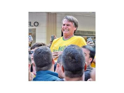 """Bolsonaro promete regresar pronto a la """"cancha"""" tras cuarta cirugía de abdomen"""