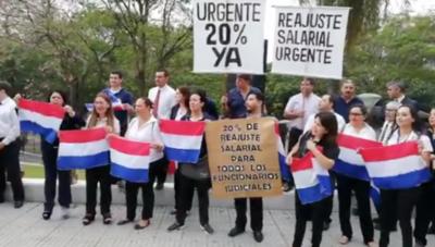 HOY / Judiciales presionan por aumento salarial y reunión con Hacienda se pospone