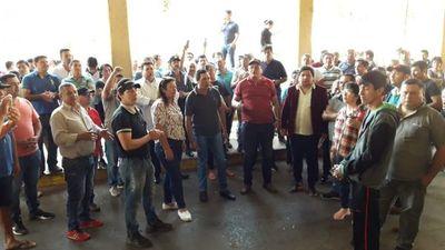 Paseros cierran paso en Ciudad del Este y exigen cambio de funcionarios de Aduanas corruptos