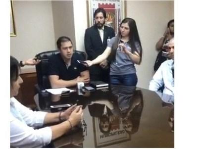 """Intendente Prieto quiso poner """"paño frío"""" a crisis en su gabinete, pero terminó confundiendo"""