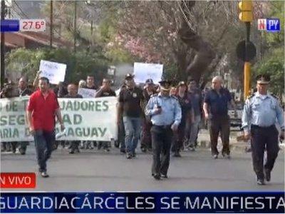 Guardiacárceles protestan frente al Ministerio de Justicia