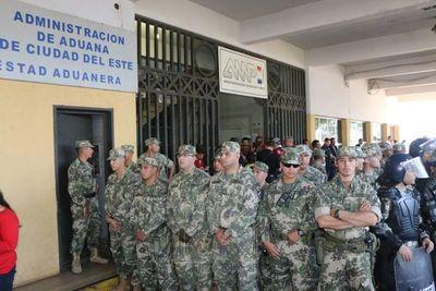 CDE: paseros protestan por corrupción en Aduanas