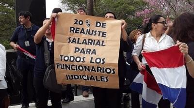 Funcionarios judiciales presionan con paro para conseguir aumento