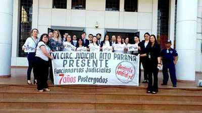 Funcionarios judiciales piden reajuste salarial