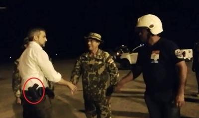 HOY / La innecesaria arma de fuego en la cintura de Abdo desata polémica por el 'mensaje'