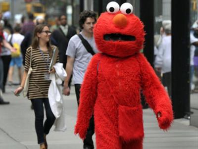 """""""Elmo"""" arrestado por agredir sexualmente a una menor de edad en Times Square"""