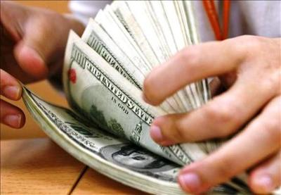 La desconfianza apura la retirada de dólares de los bancos en Argentina