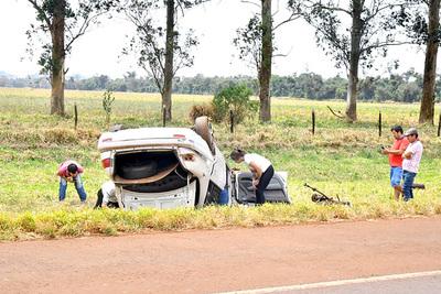 Una familia entera resulta con heridas tras aparatoso vuelco de una furgoneta