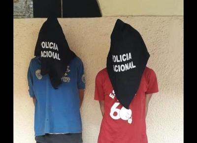 Detienen a dos ex convictos tras asaltar a un estudiante •