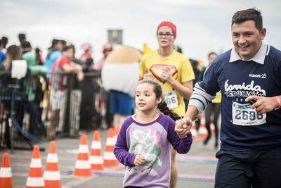 Alistan calzados deportivos para correr por la educación