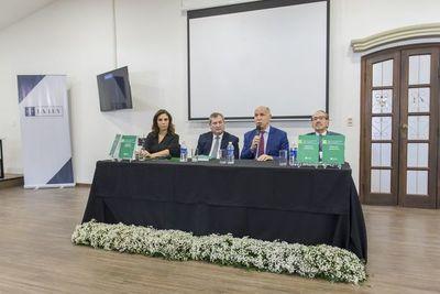 """Libro """"Derecho Ambiental"""" se presenta de la mano de la Ley Paraguaya"""