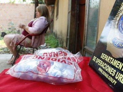 Detienen a ex funcionaria sospechosa de introducir drogas en Tacumbú