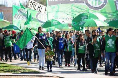 Comienza una huelga de funcionarios argentinos por agravamiento de la crisis