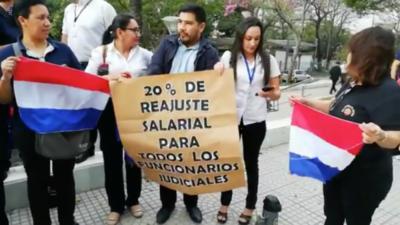 HOY / Funcionarios judiciales logran  primer paso para reajuste   salarial del 20 %