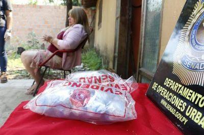 Cae exfuncionaria de Tacumbú por ingresar drogas al penal
