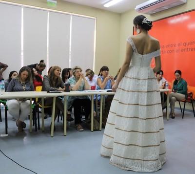 Artesanas de Yataity presentaron vestidos de novias