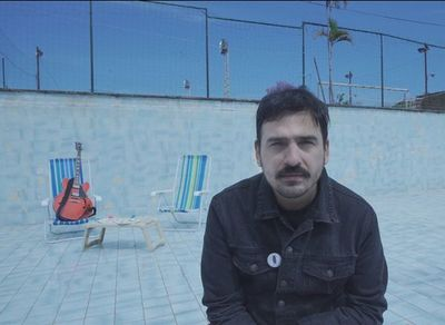 """Mauricio y las Cigarras lanza video de """"Al mar"""""""