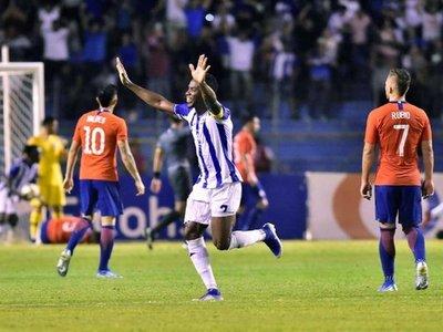 Honduras vence a Chile en segundo triunfo al hilo con Fabián Coito