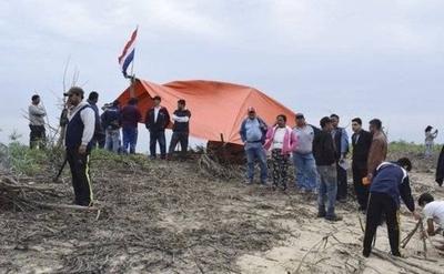 HOY / Pese a que pescadores dejaron la isla, inversores piden garantías para seguir con megaobra