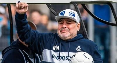 HOY / VIDEO Maradona apenas coordina ideas: ¿Su adicción a la cocaína le pasa factura?