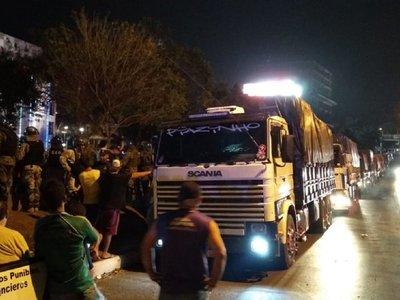 CDE: Paseros retienen camiones con supuesto contrabando
