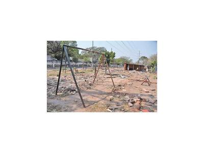 Retorno de damnificados deja áreas verdes destruidas y llenas de basura